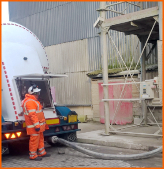 Pressurised delivery from a tanker to a silo